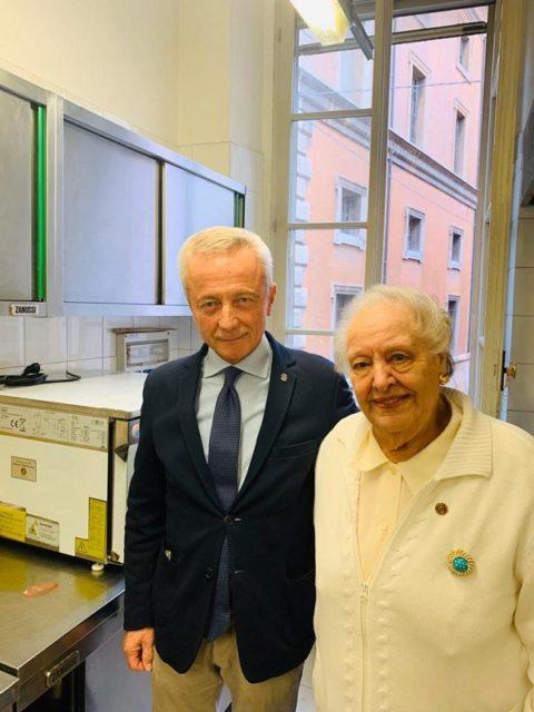 La CASA DELLA GIOVANE di Parma può usufruire di una importante attrezzatura per il recupero dei pasti grazie al contributo del Rotary Club di Parma.